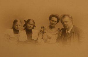 Johannes familjeporträtt ca 1900
